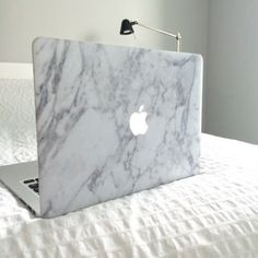 MacBook Case - Soft Touch - Hard Case - Top & Bottom Coverage by King Cases (Macbook Air White Marble) Capa Macbook Air, Coque Macbook Air 13, Macbook Laptop, Macbook Pro Case, Accessoires Macbook Air, Accessoires Ipad, Apple Macbook Pro, Macbook Pro 13 Inch, Laptops For Sale