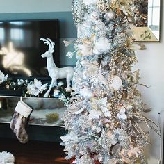 #tbt To our tree last year!  Need some gift ideas to get you started on your Christmas shopping? Head to beingbe.com where you will find several different gift guides! From under $50, for him, for home, and more! (Direct link in bio) http://liketk.it/2pzNA @liketoknow.it #liketkit