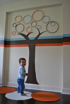 diy tree - with embroidery hoops--would be cute to do as a kids room family tree and place family photo's inside the hoops; maybe even in a smaller version for them to see on their level.