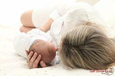 Queda de cabelo no pós-parto: o que fazer. Acesse: http://mamaepratica.com.br/2016/03/29/queda-de-cabelo-no-pos-parto-o-que-fazer/  Foto: https://www.facebook.com/Fotografiaderecemnascido  #gravidez #gestante #grávidas #bebês pós-parto #cabelo #queda