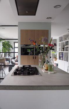 Binnenkijken in Uitgeest.... | &stijl New Kitchen, Kitchen Dining, Kitchen Cabinets, Kitchen Images, Kitchen Styling, Cool Kitchens, Living Room Designs, Decoration, Building A House