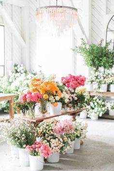 DIY your own spring centerpiece: www.stylemepretty... | Photography: Matthew Land Studios - http://www.matthewland.com/