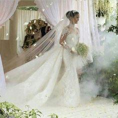 Elegant Luxury Sweetheart Full Sleeves Bridal Dress Sheath Floor-Length Appliques Royal Train Wedding Dresses