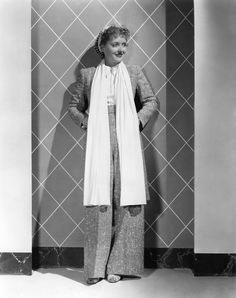 Bette Davis in a snood, knee length scarf and tweed trouser suit. Old Hollywood Stars, Hollywood Glamour, Hollywood Actresses, Bette Davis, Vintage Glamour, Vintage Beauty, Classy Suits, Actrices Hollywood, Joan Crawford