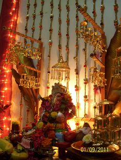 Decoration for ganpati Diwali Decorations, Festival Decorations, Flower Decorations, Diy Backdrop, Backdrops, Ganpati Decoration Design, Ganesh Chaturthi Decoration, Indian Interior Design, Home Decoration Images