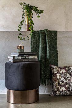Mystic / Cosmopolitan Living / Metal / Pouf / Textiles / Cushion / Loft / Interior / Decoration / Funiture / Dôme Deco