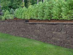 New Allan Block Aztec retaining wall look. Retaining Wall Cost, Backyard Retaining Walls, Retaining Wall Blocks, Backyard Fences, Backyard House, House Yard, Backyard For Kids, Backyard Bbq, Landscaping Blocks