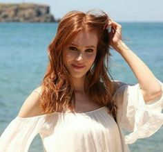 Turkish Men, Turkish Beauty, Turkish Actors, Photos Des Stars, Elcin Sangu, Prettiest Actresses, Trending Photos, Natural Redhead, Redhead Girl