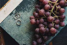 """Uno dei nostri matrimoni a tema """"Vino"""": abbiamo raccolto la migliori immagini per mostrarvi la bellezza di questo colore, il Rosso Bordeaux, detto anche Burgundy, uno dei nostri colori preferiti per le nozze! Il tono gioiello ispirato al vino, spicca tra gli altri più tenui ed è veramente di grande effetto. Questa tonalità forte è un'aggiunta perfetta a qualsiasi tavolozza di colori autunnali o invernali, ma può anche essere facilmente tradotta in una relazione estiva o primaverile. Burgundy Wedding, Bordeaux, Grande, Wedding Planner, Fruit, Food, Wedding Planer, Wine Colored Wedding, Bordeaux Wine"""