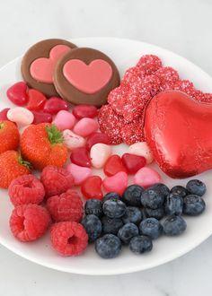 Valentijn bakinspiratie - Laura's Bakery Raspberry, Cupcake, Sandwiches, Valentines, Candy, Fruit, Breakfast, Recipes, Valentine's Day Diy