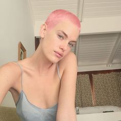 My long blonde hair days have disappeared. If you& told me a couple of years ago that i& have a shaved pink head, a furrowed brow… Shaved Head Women, Girls With Shaved Heads, Shaved Head Girl, Super Short Hair, Girl Short Hair, Buzz Cut Women, Buzz Cuts, Men's Cuts, Buzzed Hair Women