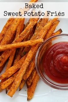 Baked Sweet Potato Fries - delicious, but they always come out soft and limp instead of crispy like fries. These baked sweet potato fries are delicious and bake up nice & crispy! Yummy Recipes, Vegetarian Recipes, Cooking Recipes, Yummy Food, Healthy Recipes, Tasty, Vegetarian Smoothies, Sweet Potato Recipes Healthy, Recipies