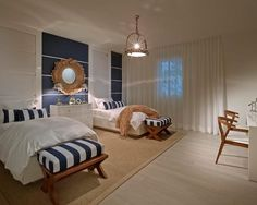 Navy - Cores, iluminação, moldura de espelho, tapete e móveis em madeira