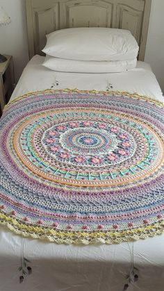 The QUEEN Mandala Throw kit can be purchased from the online shop and includes the FREE pattern. I used MoYa organic cotton (DK) with a Ilona hook. The QUEEN is in diameter. Crochet Home, Diy Crochet, Crochet Doilies, Crochet Stitches, Crochet Baby, Crochet Afghans, Crochet Blankets, Baby Blankets, Double Crochet