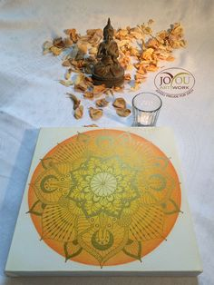 Lächle und die Welt verändert sich. -Buddha- Handgemaltes Mandala mit Acryl und Buntstift  auf Leinwand  30 x 30 cm Buddha, Decorative Plates, Artwork, Mandalas, Colouring Pencils, Glee, Canvas, World, Work Of Art