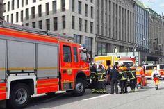 Die Rettungskräfte am Jungfernstieg in Hamburg. Dort hat ein Mann seine Ex-Frau und das gemeinsame Kind niedergestochen. Das Kind ist tot, die Mutter lebensgefährlich verletzt.