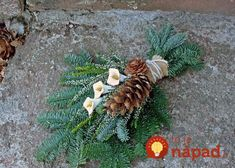 Grave Flowers, Cemetery Flowers, Funeral Flowers, Christmas Flower Arrangements, Funeral Flower Arrangements, Floral Arrangements, Fleurs Toussaint, Cemetery Decorations, Christmas Wreaths