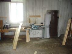 On organise l'atelier de menuiserie dans la grange