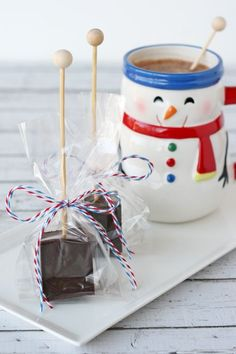 Searching for an easy #homemade gift? Try Hot Cocoa on a Stick From Glorious Treats and #SweetenTheSeason
