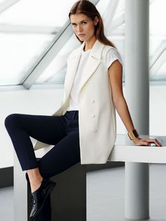 Sleeveless blazer, cigarette pans and oxford shoes for 9 to 5 chic - Outfit ideas for work - #office #style