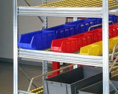 Metalsistem - scaffale a gravità.  VIPA - linea Bull: contenitori sovrapponibili.