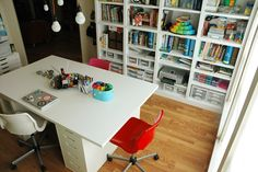 Lots of pictures & explanation from this homeschool mom about how she creating an organized learning space