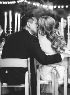 Sweet Kisses (Photo Captured by The Great Romance via Grey Likes Wedding)