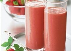 8 Healthy Fruit Smoothies for an Easy Breakfast Matcha Smoothies, Ujido Matcha, Matcha Smoothies Belly Fat Burning Recipe: Strawberry . Strawberry Yogurt Smoothie, Banana Protein Smoothie, Fruit Smoothie Recipes, Yogurt Smoothies, Healthy Breakfast Smoothies, Smoothie Ingredients, Strawberry Breakfast, Nutritious Smoothies, Orange Smoothie