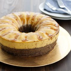The Nordic Ware Bundt Springform Set is two pans in one. The springform ring fits a Bundt-shaped bottom and a flat bottom. Chocoflan Recipe, Easy Cheesecake Recipes, Simple Cheesecake, Olive Oil Cake, Springform Pan, Salty Cake, Nordic Ware, Frozen Desserts, Savoury Cake