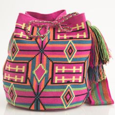 Hermosa Collection Wayuu Bags Handmade by One Thread at a time. Una Hebra Wayuu Mochila Bags of the Finest Quality. Crotchet Bags, Knitted Bags, Crochet Handbags, Crochet Purses, Mochila Crochet, Tapestry Crochet Patterns, Stoff Design, Tapestry Bag, Boho Bags