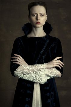 Romina Ressia Photography #elizabethan beauty