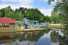 A review of Story Land in Glen, New Hampshire - a fun place to visit with small children. Ski Vacation, European Vacation, Vacation Ideas, New Hampshire Attractions, Wanderland, White Mountains, Travel Reviews, Travel Magazines, All Inclusive Resorts