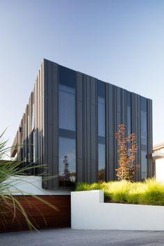 Strathmore Residence (Australia) by Finnis Architects #AnthraZinc #ANTHRAZINC #IndividualHousing #Australia #IndividualHousing #Zinc #VMZINC #Architecture #Project