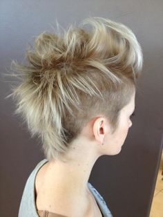 mohawk, girl hawk, ombre, short hair, short, foils, highlights, pretty, cool,