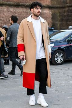 Adult men& seasonal dress & recommended item introduction- Beautifully dressed long coat with red and white contrast panels that stand out Style Casual, Casual Outfits, Men Casual, Style Men, Mens Fashion Wear, Raining Men, Mode Streetwear, Fashion Models, Fashion Styles