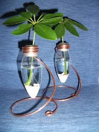 Recycle Your Blown-Out Light Bulbs! The Hardware Way! Diy Rustic Decor, Rustic Design, Do It Yourself Projects, Projects To Try, Light Bulb Vase, Bulb Flowers, Glass Jars, Bulbs, Decor Styles