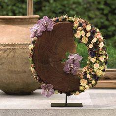 Ivan Poelman made this beautiful crown around a wooden disk.