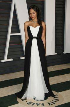Zoe Saldana in Prabal Gurung at the Vanity Fair Oscar Party (Photo Matt Baron/BEIMAGES) / See what the stars wore to Hollywood's biggest after-party www.flare.com/celebrity/what-the-stars-wore-to-the-vanity-fair-oscar-party/