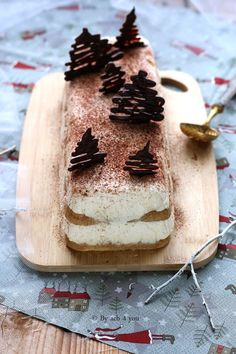 Tiramisu Christmas Log - Easy Recipe By acb 4 you - cuisine Sweet Recipes, Cake Recipes, Dessert Recipes, Buche Facon Tiramisu, Mini Stollen, Log Cake, Christmas Desserts, Christmas Log, Easy Desserts
