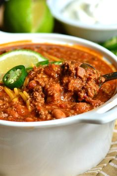 The Best Chili Recipe. This is an amazing chili made with bacon, ground beef, vegetables, beans, and tasty combination of spices to make chili seasoning. Venison Chili Recipe, Chili Recipes, Crockpot Recipes, Cooking Recipes, Venison Recipes, Crockpot Dishes, Restaurant Recipes, Dinner Recipes, Dinner Ideas