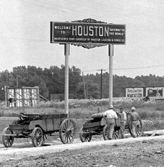 Houston, Texas, 1915 My Nannie was born in 1915 near Houston Old Pictures, Old Photos, Vintage Photos, Flower Pictures, Vintage Stuff, Vintage Photographs, Vintage Signs, Eyes Of Texas, Houston City
