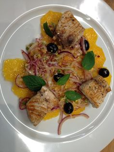 Thunfisch auf Orangenbett