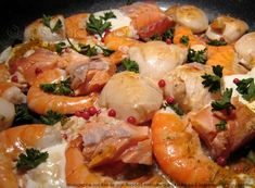Pan-fried seafood: scallops, salmon and shrimps - Smooth seafood, creamy and fragrant: scallops, salmon and shrimp - Shrimp Recipes, Fish Recipes, Vegetable Recipes, Indian Food Recipes, Healthy Recipes, Squid Dishes, Paella, Seafood Scallops, Prawn Salad