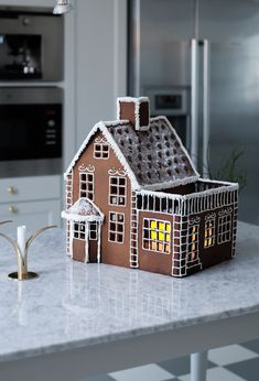 Gingerbread house I House of Philia Easy Gingerbread House, Gingerbread House Designs, Gingerbread Village, Gingerbread Cake, Gingerbread House Template, Christmas Treats, Christmas Baking, Christmas Cookies, Winter Home Decor