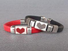 Serce na nadgarstku #payote #bracelet #heart Bracelet Peyote, Bead Loom Bracelets, Leather Cord Bracelets, Leather Jewelry, Beads Jewelry, Beads And Wire, Loom Beading, Bead Weaving, Handmade Bracelets