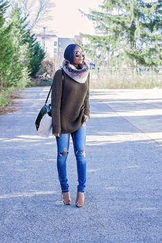 Cool 38 Easy Ideas to Use Winter Snood for Women. More at https://aksahinjewelry.com/2017/11/27/38-easy-ideas-use-winter-snood-women/