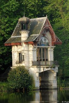hangar à bateaux - bords du Loiret ~~~French boat house. Beautiful Buildings, Beautiful Homes, Beautiful Places, House Beautiful, Amazing Places, Amazing Architecture, Architecture Design, Little Houses, Abandoned Places