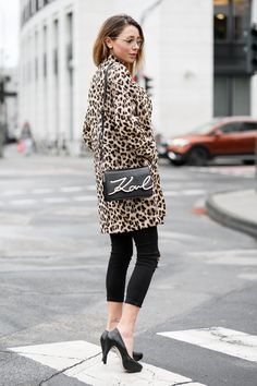 New Streetstyle Outfit on my Fashionblog: Karl Lagerfeld Signature Bag /w Leopard Coat