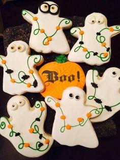 Halloween Biscuits, Halloween Cookie Recipes, Halloween Cookies Decorated, Halloween Sugar Cookies, Halloween Treats For Kids, Decorated Cookies, Ghost Cookies, Fall Cookies, Iced Cookies