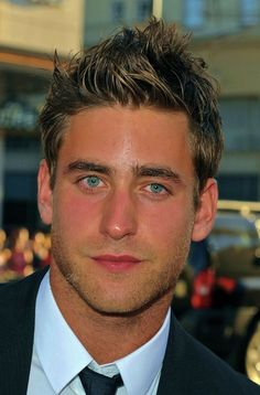 OLIVER JACKSON-COHEN. 1986. English (m-Br;d-Fr-Isr; French ed.).  bl-bl. 6-3. Bio: Actor from 2002 :LeeStras/NY, TV (Hollyoak@15); French-ed. Upcom: Dracula (2013); World w/o x (Reelz series). Com: DDG: handsome face, eyes; gt look.  10,10,10.